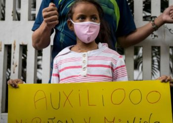 América Digital. Madres y niños del Hospital J.M de Los Ríos en Caracas protestando por ayuda.