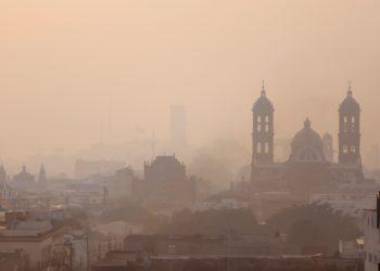 Panorámica de la ciudad de Puebla afectada por la contaminación ambiental en México. Foto: EFE