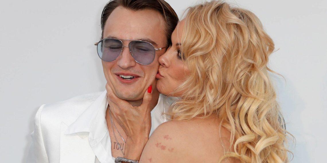 Pamela Anderson y su hijo en el Festival de Cannes el 23/05/2019. Foto: EFE