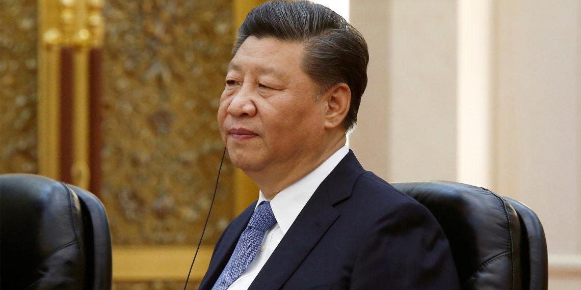 PEKÍN (CHINA), 24/05/2019.- El presidente chino, Xi Jinping (c), mantiene una reunión con el vicepresidente brasileño, Hamilton Mourao. EFE/ Florence Lo / Pool