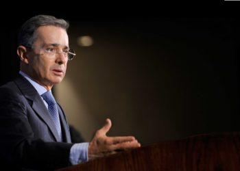 Uribe: acción militar en apoyo a Guaidó «no sería un golpe de Estado»