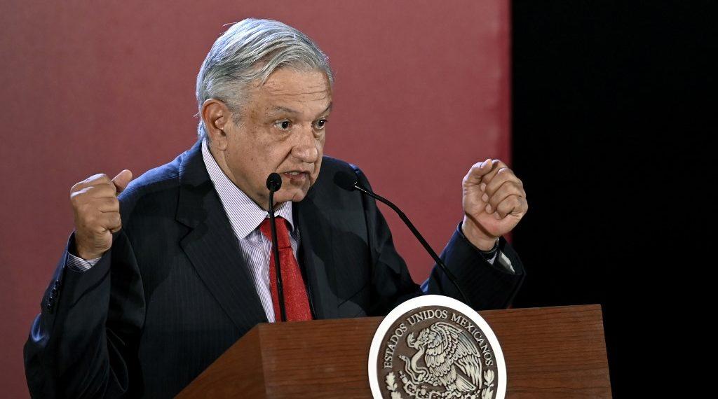 López Obrador, todavía popular después de un año de su elección