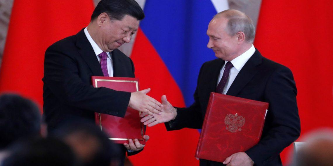Los presidentes de Rusia, Vladímir Putin, y China, Xi Jinping, en Moscú.