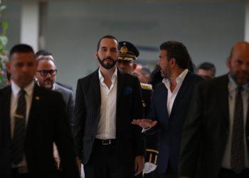SAN SALVADOR, 3/06/2019- El presidente salvadoreño, Nayib Bukele (c), llega al Parlamento en la capital. EFE/Rodrigo Sura