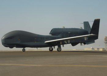 BASE AÉREA DE AL-DHAFRA (EMIRATOS ÁRABES UNIDOS), 20/06/2019.- Vista de un vehículo aéreo no tripulado Northrop Grumman RQ-4 Global Hawk de las Fuerzas Aéreas de Estados Unidos en la Base Aérea de Al-Dhafra, Emiratos Árabes Unidos, el 13 de febrero de 2019. EFE