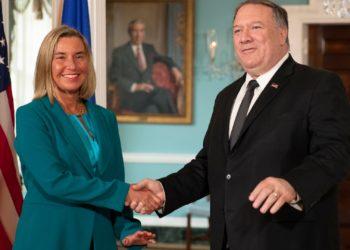 El Secretario de Estado Mike Pompeo se reúne con el Alto Representante de la Unión Europea, Federica Mogherini, a la izquierda, en el Departamento de Estado de Washington.  AP Photo/Manuel Balce Ceneta