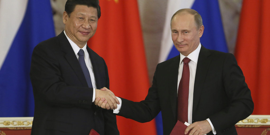 Vladimir Putin, presidente ruso y Xi Jinping, presidente chino en el Kremlin de Moscú en 2013 / EFE