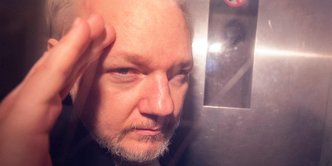 LONDRES (REINO UNIDO), 03/06/2019.- Fotografía de archivo del fundador de WikiLeaks, Julian Assange, tras ser detenido en Londres, el pasado 1 de mayo de 2019. EFE / Neil Hall