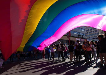 En agosto el presidente Rafael Correa ordenó ampliar el registro de las uniones de hecho entre homosexuales a sus documentos de identidad. (Foto: EFE)