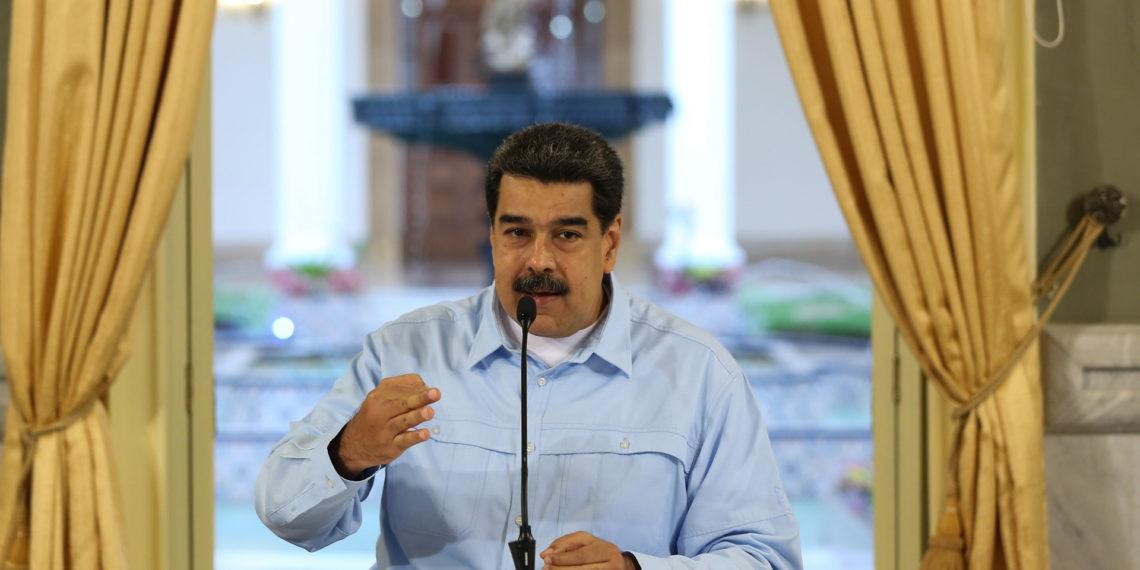 CARACAS (VENEZUELA), 31/05/2019.- Fotografía cedida por la oficina de prensa del Palacio de Miraflores que muestra al presidente de Venezuela, Nicolás Maduro, mientras habla durante una transmisión obligatoria de radio y televisión, en Caracas (Venezuela).  EFE/Jhonn Zerpa/Prensa Miraflores/SOLO USO EDITORIAL/NO VENTAS