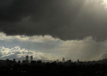 General view of Caracas under a heavy storm, on May 28, 2019. (Photo by MARVIN RECINOS / AFP)