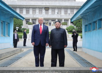 Panmunjom (Korea, Republic Of), 30/06/2019.- A photo released by the official North Korean Central News Agency (KCNA) shows US President Donald J. Trump (L) and North Korean leader Kim Jong-un (R) standing on the North Korean side in the truce village of Panmunjom in the Demilitarized Zone, which separates the two Koreas, 30 June 2019. The US leader arrived in South Korean on 29 June for a two-day visit that will include a meeting with South Korean President Moon Jae-in and a trip to the Demilitarized Zone. (Corea del Sur, Estados Unidos) EFE/EPA/KCNA EDITORIAL USE ONLY