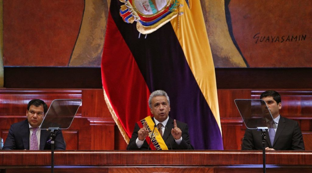 Ecuadoran President Lenin Moreno (C) flanked by the president of the Ecuadoran National Assembly Cesar Litardo (C-L) and and Ecuadoran Vice President Otto Sonnenholzner (C-R), delivers his presidency's second year report before the National Assembly in Quito on May 24, 2019. (Photo by Cristina VEGA / AFP)