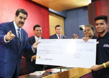 Maduro ordenó al Banco de Venezuela organizar estructura de bancos comunales