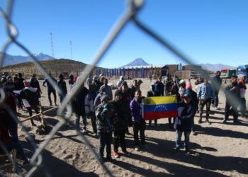 Al menos 112 familias venezolanas permanecen en Tacna a la espera de una visa
