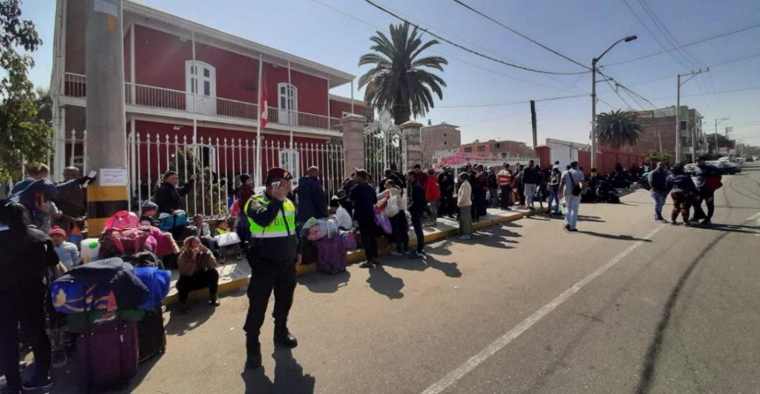 Venezolanos en el consulado de Tacna, Perú, frontera con Chile- Cortesía El Comercio