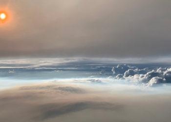 Nube de fuego en la atmósfera. Foto: Observatorio de la Tierra de la NASA