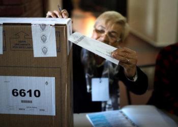 Argentina mide su pulso político este domingo en primarias