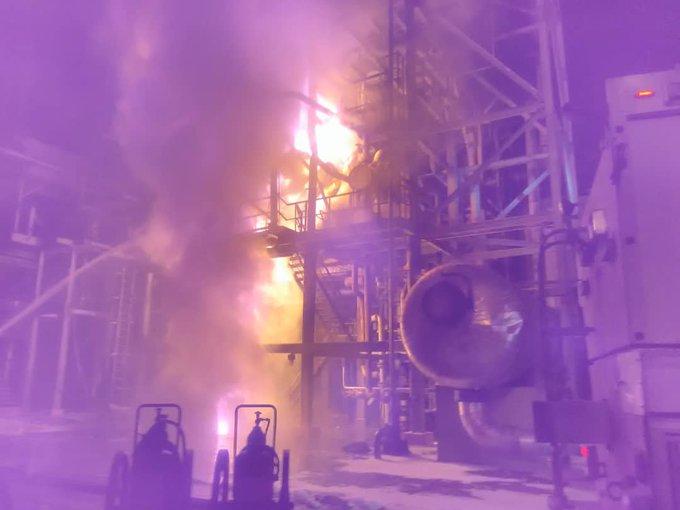 Incendio y apagón paralizan refinería de Amuay la noche del jueves