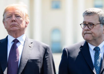 El presidente, Donald Trump y el abogado general, William Barr
