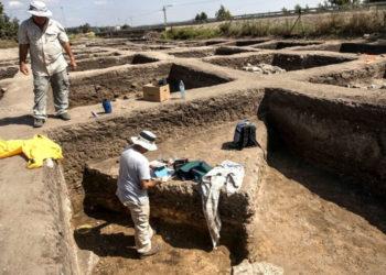 Arqueólogos trabajan en una ciudad de 5.000 años de antigüedad en el norte de Israel. Foto: AP