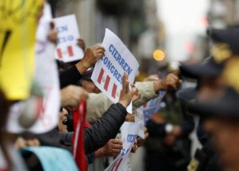 Tensa calma reina en Perú en medio de la peor crisis política de su historia
