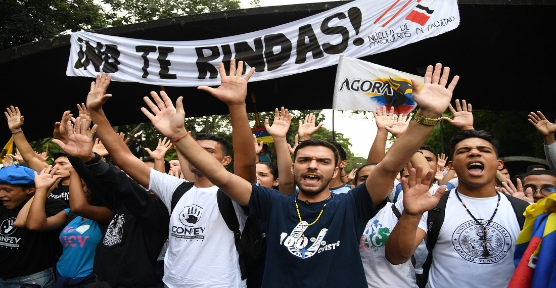 Venezuelan university students shout during a protest against Venezuela's President Nicolas Maduro in Caracas on November 21, 2019. (Photo by Yuri CORTEZ / AFP)