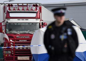 Camión en donde fueron hallados los cuerpos de 39 inmigrantes en Inglaterra. Foto: AFP
