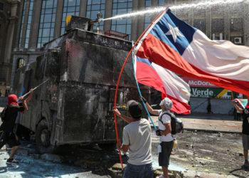 Chile busca salir de la crisis social y política a través de una constituyente. Foto: AP