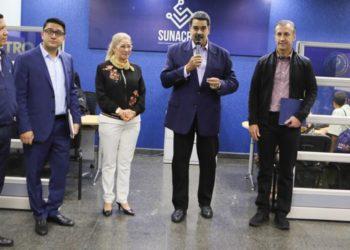 Maduro obliga a pagar trámites del Saime y Saren con su «petro», sancionado por EEUU