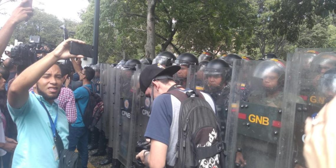 Se calienta la calle: Reprimen marcha de estudiantes en las inmediaciones de la UCV