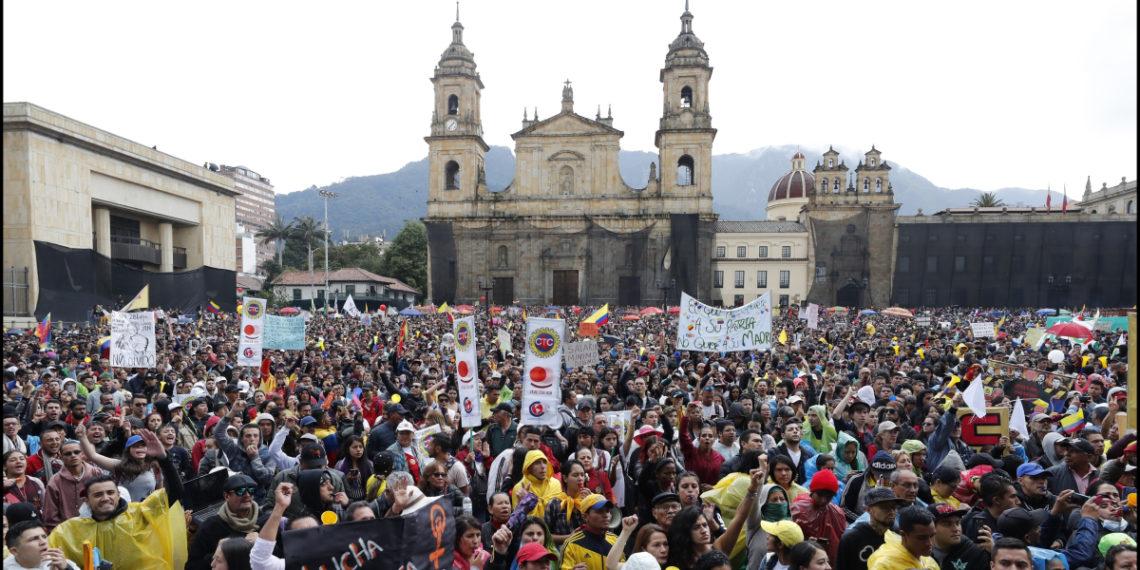 Las manifestaciones del Paro Nacional se concentraron en la Plaza de Bolívar en Bogotá. Foto:EFE