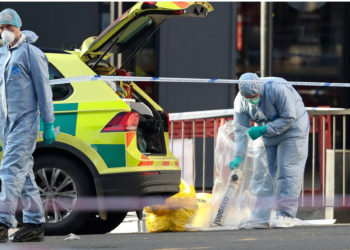 El ataque con cuchillo en el London Bridge dejó dos personas muertas y tres heridas. Foto: AP