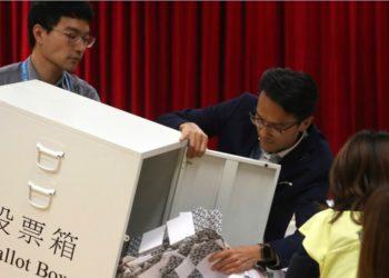 En medio de protestas Hong Kong acudió a las urnas de forma histórica