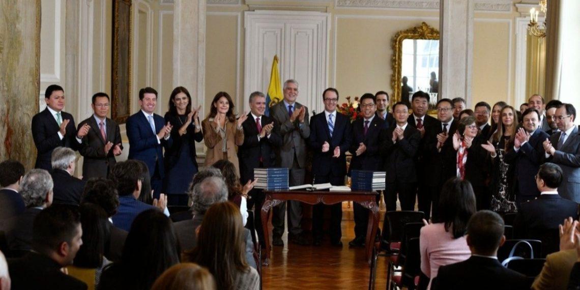 Colombia firmó contrato con empresas chinas para hacer el metro de su capital