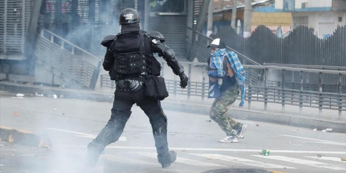 Los disturbios, saqueos y bloqueos ha alterado el orden público en Bogotá. Foto: EFE