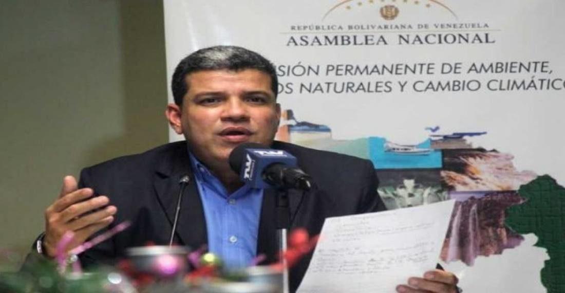 Diputado Luis Parra denuncia «aniquilamiento político» por trama de corrupción