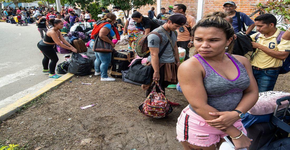 Migrantes venezolanos esperan por regularización en Perú/AFP