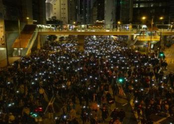 Multitudinarias marchas en Hong Kong cuando se cumplen seis meses de protestas