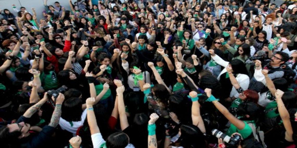 Mujeres en México exigen disculpa tras parodia de futbolistas a canto feminista