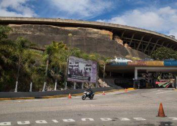 Fotografía donde se ve el edificio El Helicoide este sábado en Caracas (Venezuela). El diputado venezolano Gilber Caro, contrario al Gobierno de Nicolás Maduro, enfrenta su tercera detención en menos de tres años, tiempo en el que ha pasado casi 600 días en prisión pese a contar con inmunidad parlamentaria, denunció este sábado su defensa. EFE/MIGUEL GUTIÉRREZ