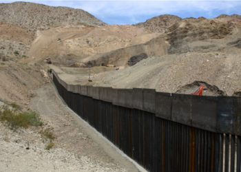 Construcción del muro en la frontera entre EE.UU. y México. Foto: EFE