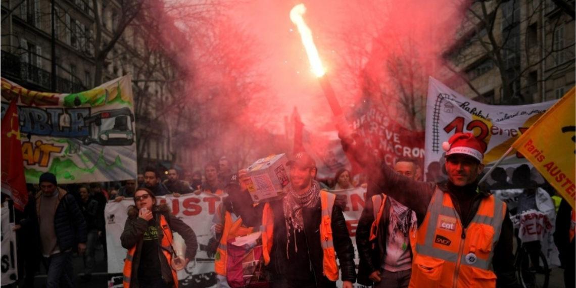 Protestas por la reforma pensional en Francia. Foto: AFP