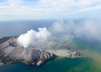 El volcán está ubicado en la Isla White en Nueva Zelanda y venía registrando un aumento de su actividad. Foto: AP