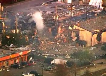 Explosión en planta industrial de Houston dejó dos personas heridas y daños materiales. Foto: AP
