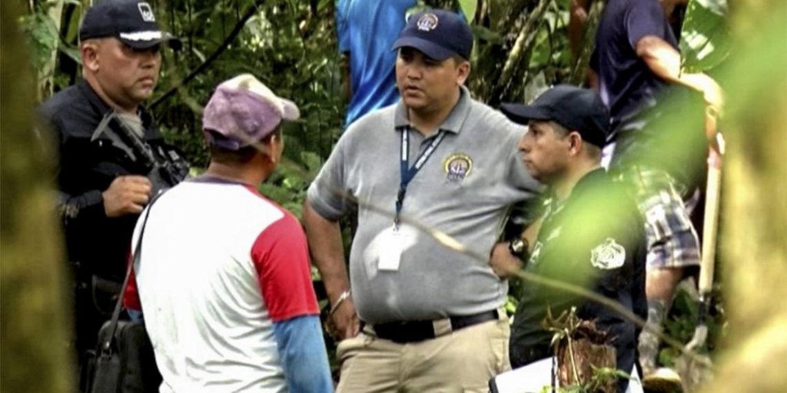 Las autoridades investigan el crimen de siete indígenas hallados en una fosa en Panamá. Foto: AFP