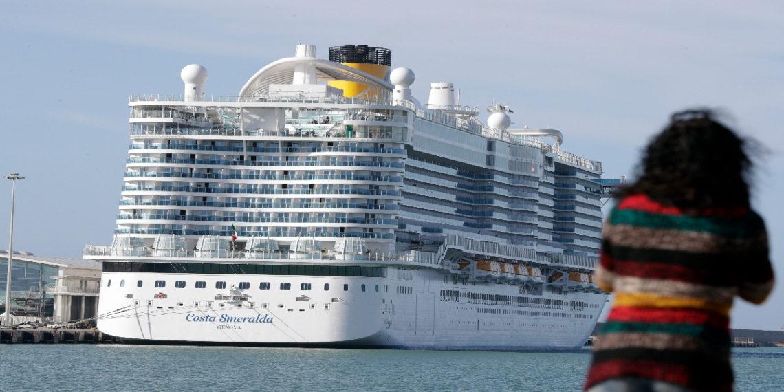 Crucero con 7.000 personas, bloqueado cerca de Roma por casos sospechosos de coronavirus que ya fue descartado. América Digital. AP