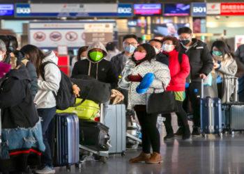 Sigue la evacuación de extranjeros desde China por el coronavirus. América Digital/AP