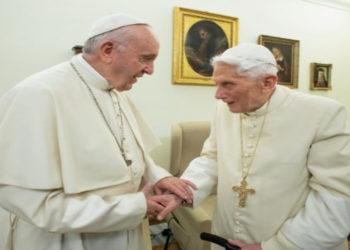 Papa Francisco y  Benedict XVI. AFP