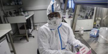 Científicos chinos esperan probar una vacuna contra el coronavirus. Foto: AFP